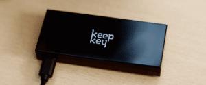 czarny-portfel-sprzętowy-biurko-keepkey