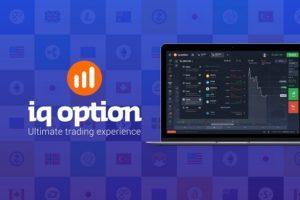 iq option fioletowe tło pomarańczowo białe logo system platformy laptop
