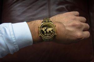ripple-czas-pieniądz-zegarek-mężczyzna-biznesman