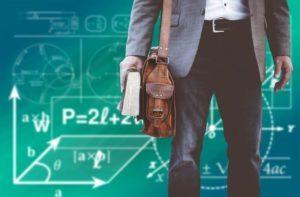 Człowiek przy tablicy, nauka, książki