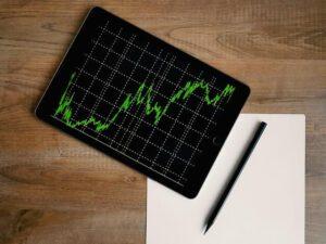 Wykres giełdowy na tablecie