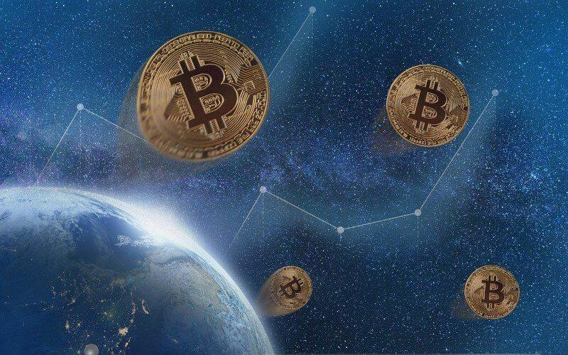 Grafika przedstawiająca monety Bitcoin dryfujące w kosmosie
