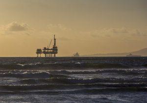 Platforma wiertnicza na otwartym morzu